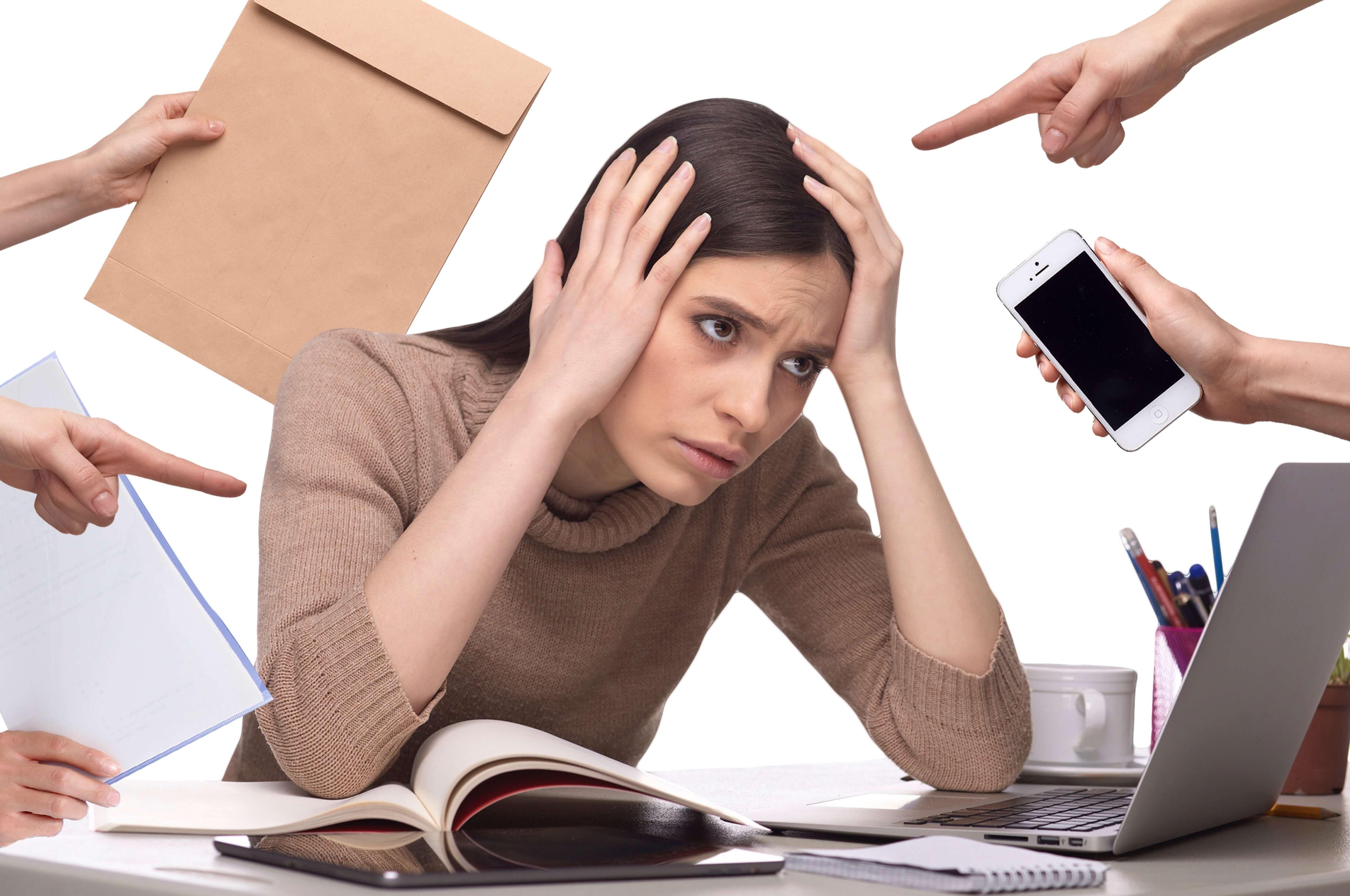 過労とストレスに頭を抱える女性