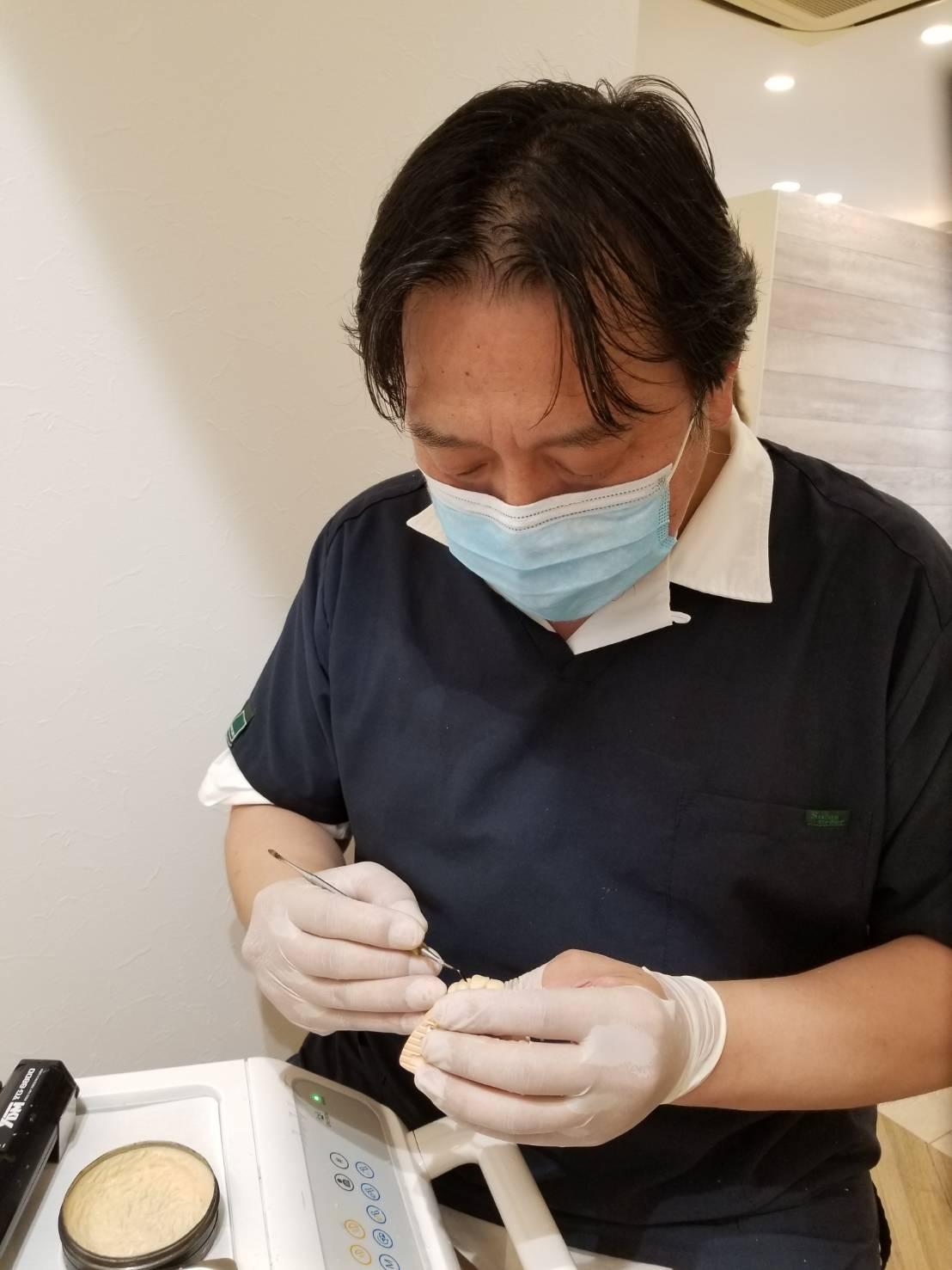 歯科技工士の岡本先生
